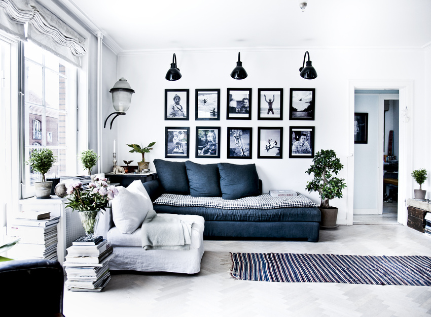 Námořnická modrá a bílá v interiéru