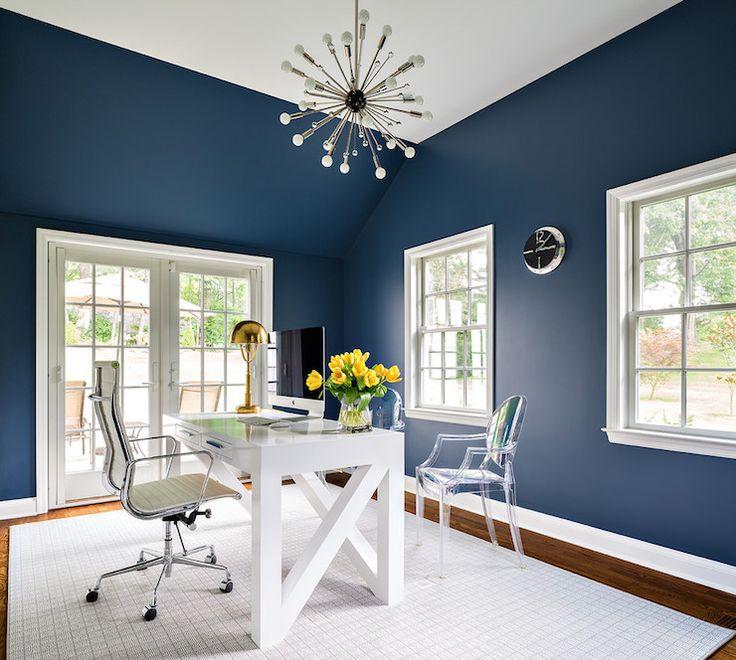 Námořnická modrá a bílá kancelář