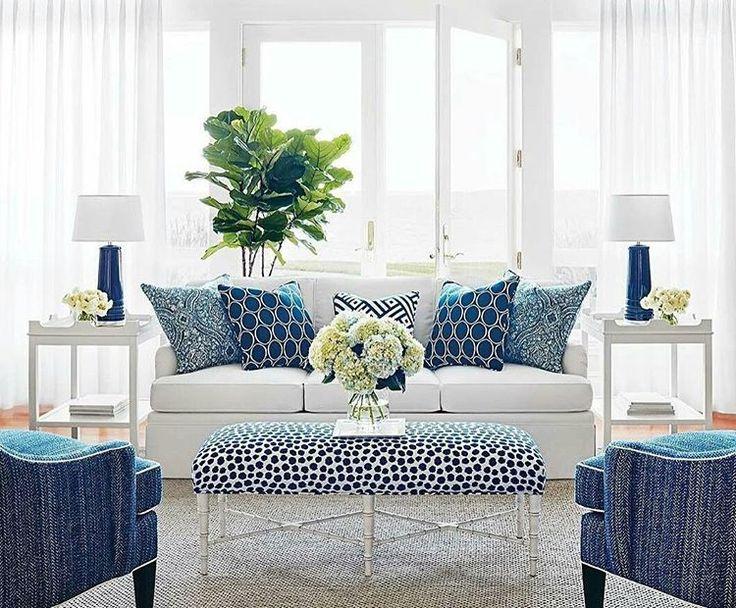 Námořnická modrá a bílá v obývacím pokoji