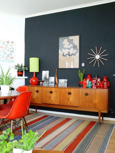 Barevní retro obývací pokoj