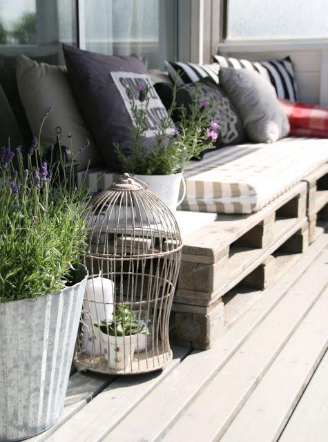 Paletové sezení na zahradě