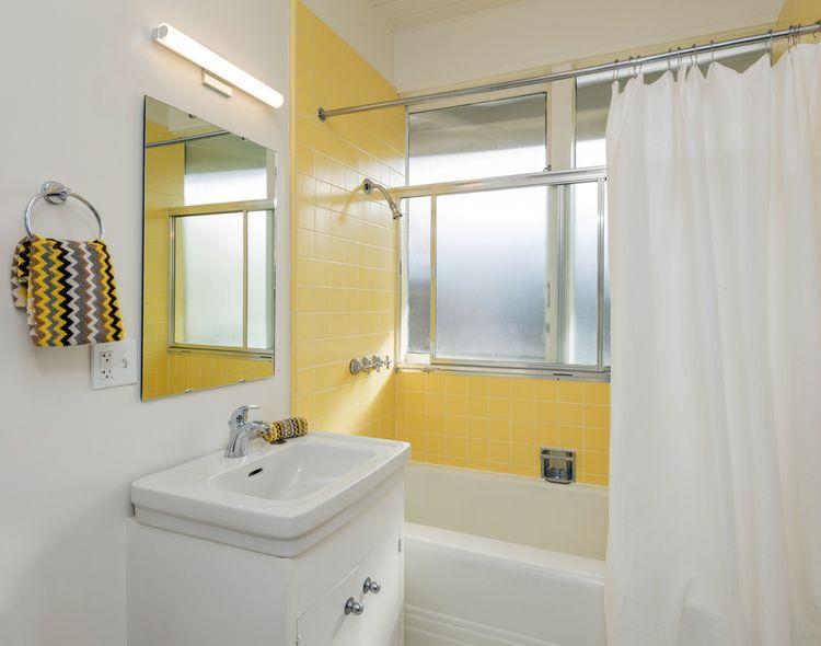 Žlutá sprcha