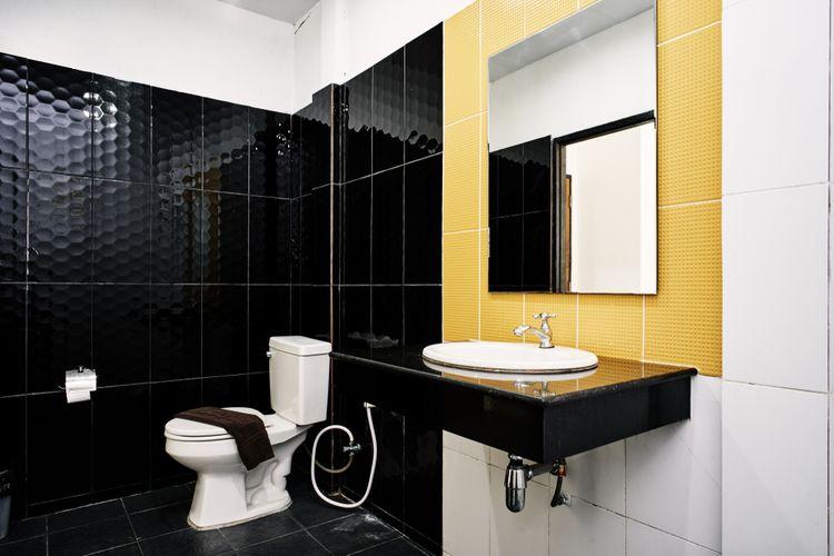 Žlutý detail v koupelně