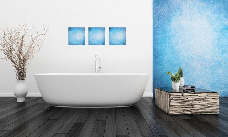 Modrá stěna a obrázky