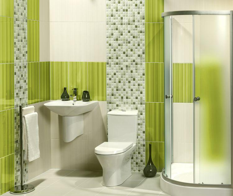 Koupelna se zelenými obkladačkami