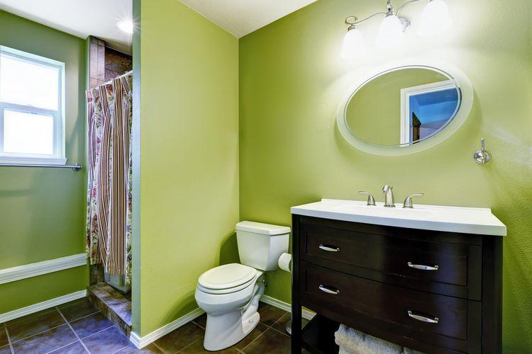 Zelené koupelnové stěny