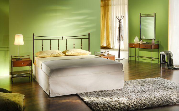 Zelené stěny v ložnici