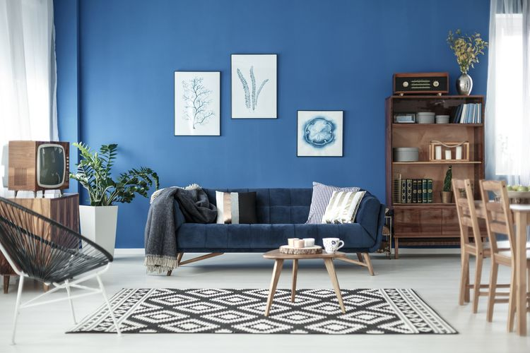 Modrý retro obývací pokoj