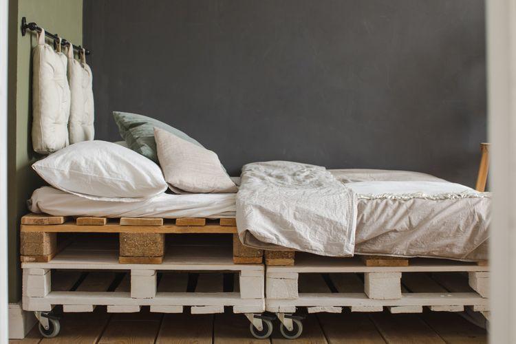 Paletová postel