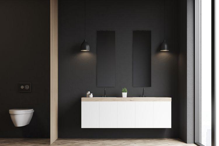 Koupelna s černými matnými stěnami