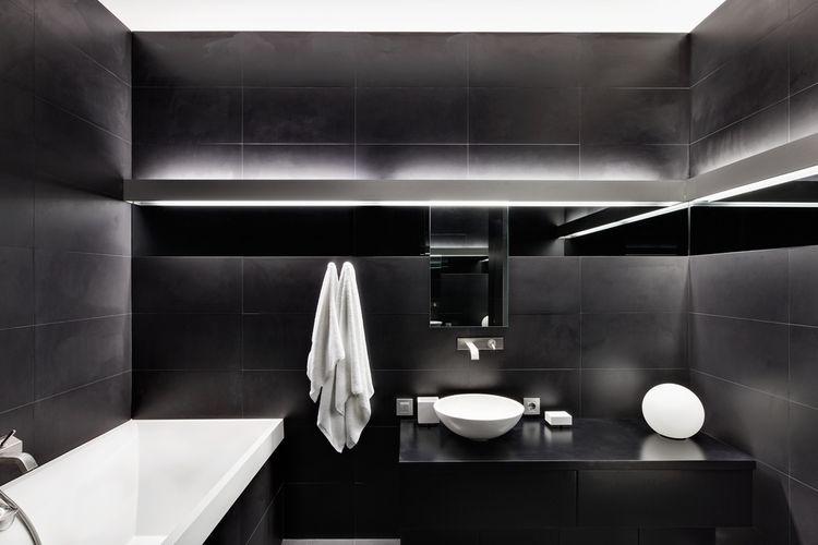 Matná černá koupelna