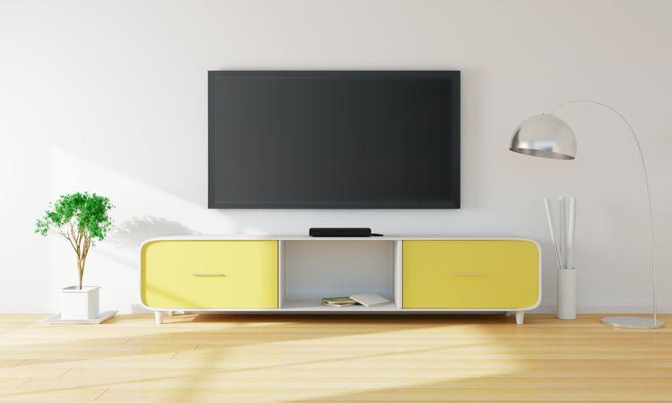 Žluto-bílá skříňka pod TV
