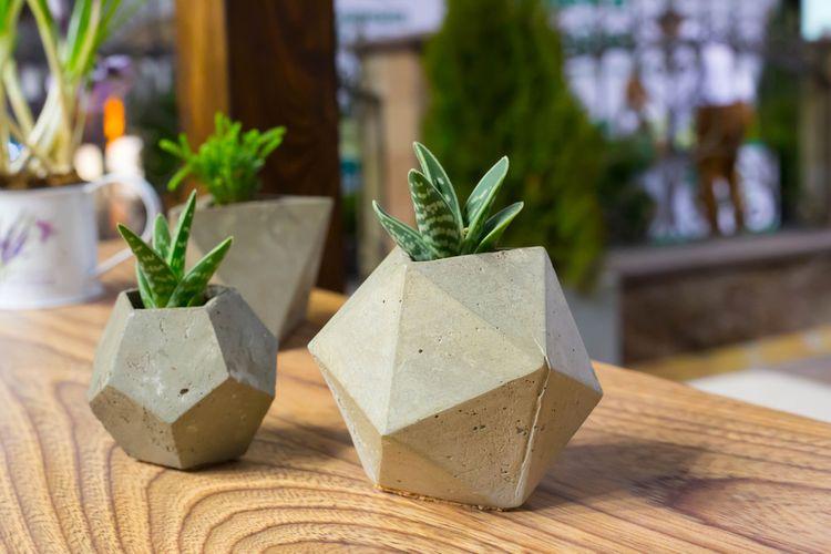 Malé betonové květináče