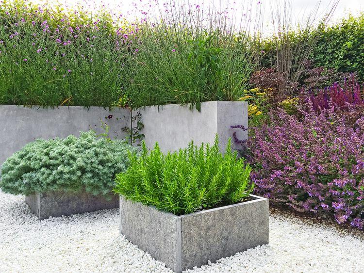 Vnější betonové květináče