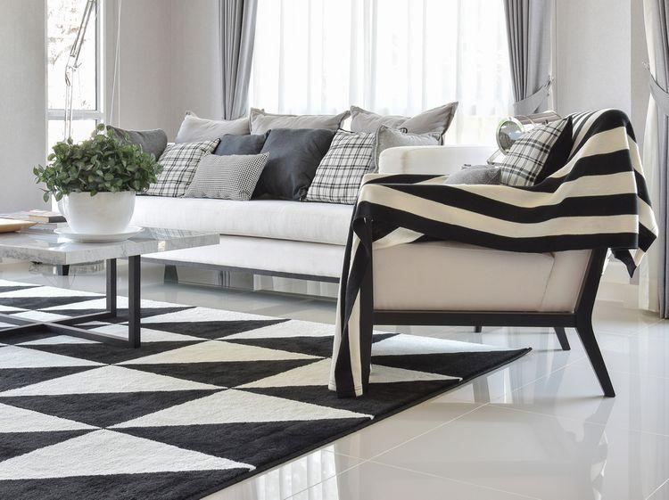 Vzorované polštáře a koberec