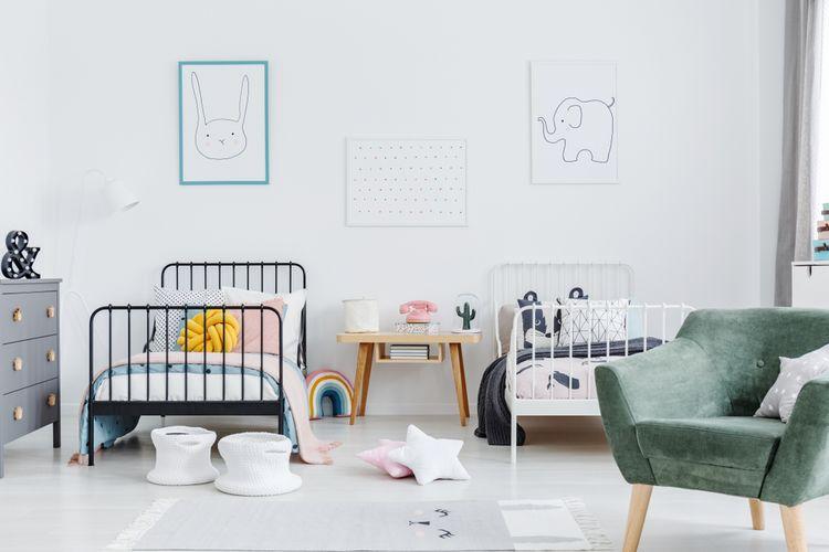 Dětský pokoj pro dívka s bílou stěnou