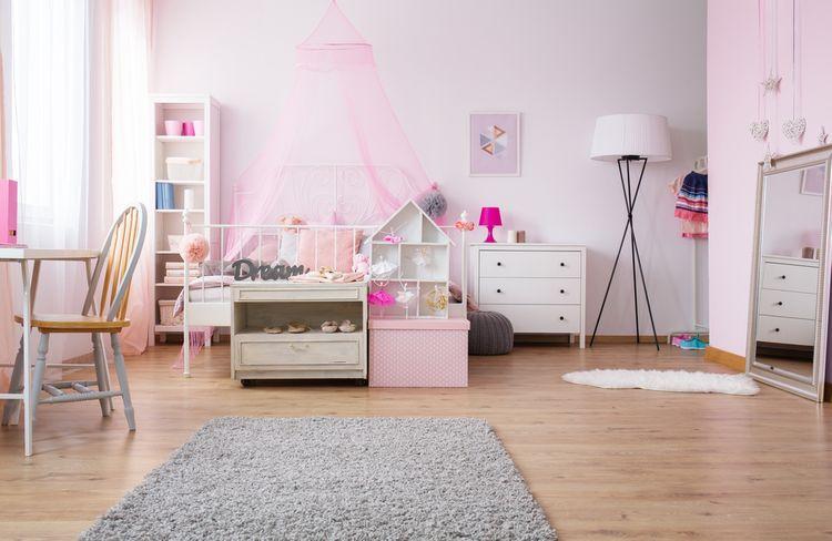 Jemně růžový dětský pokoj