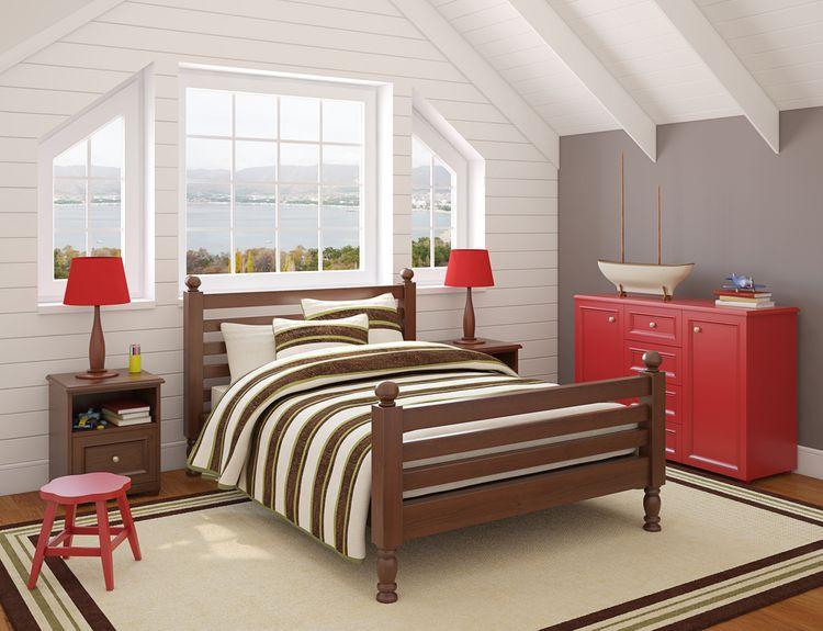 Hnědo-červený dětský pokoj v podkroví