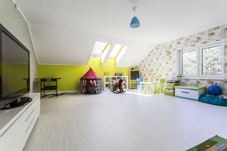 Prostorný dětský pokoj v podkroví
