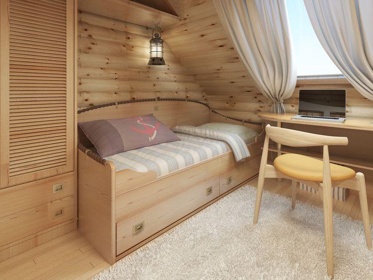 Podkrovní dětský pokoj s dřevěným nábytkem a obložením