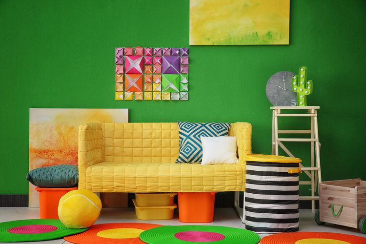 Barevná dětský pokoj se zelenými stěnami
