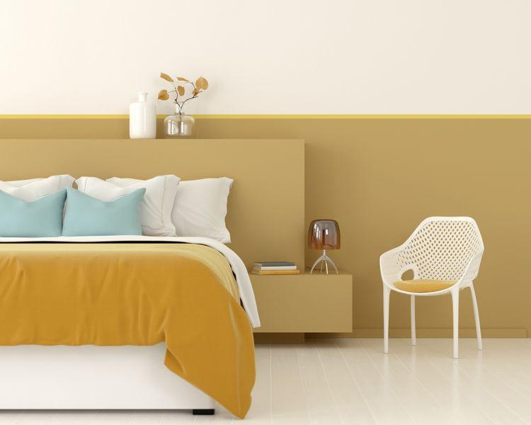 Žlutá ložnice s křeslem