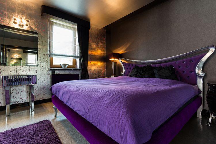 Fialová manželská postel