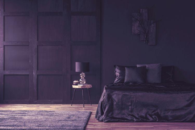 Tmavě fialová ložnice