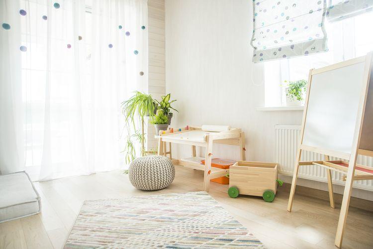 Jednoduchý stolek do dětského pokoje