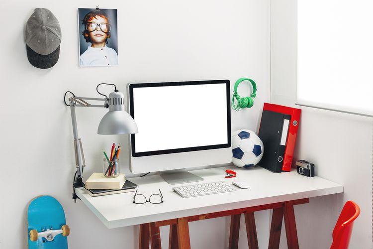 Stolek s počítačem