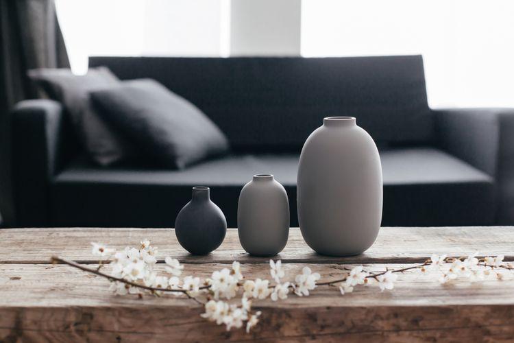 Šedé vázy