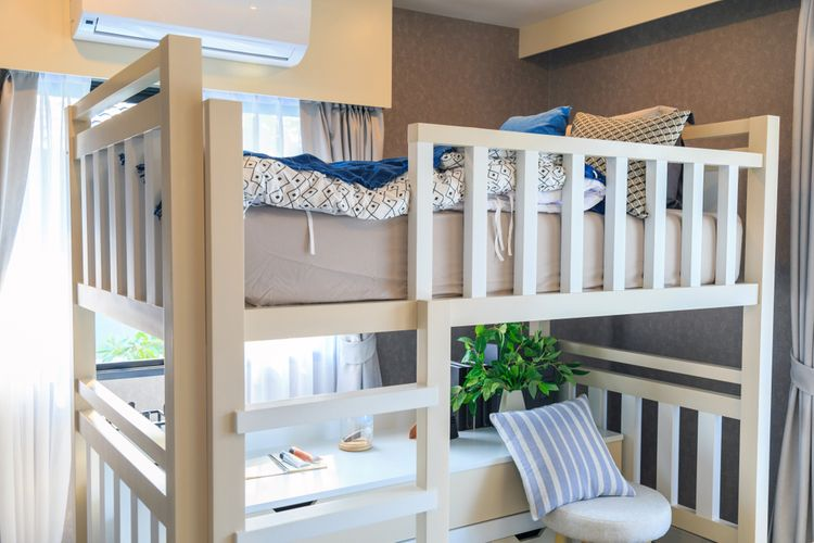 Bílá patrová postel