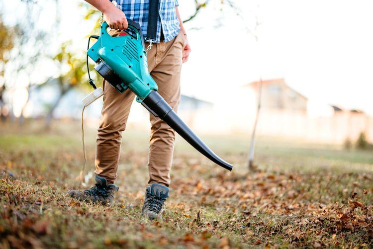 Funkce vysavači listí - nejen vysávání, ale také foukání a drcení