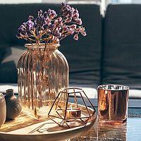 Vázy na květiny jako bytové doplňky do obývacího pokoje