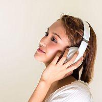 Nejlepší bezdrátová sluchátka k televizoru i k mobilu