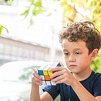Hlavolamy pro děti i dospělé: Dřevěné, nebo kovové?