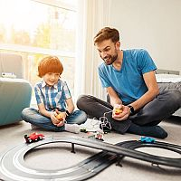 Elektrické autodráhy pro malé i velké chlapce: Podle čeho vybírat?