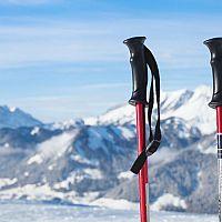 Jaké jsou nejlepší lyžařské hole pro děti a dospělé? Rozhoduje velikost a materiál