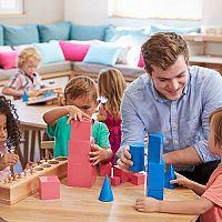 Montessori hračky: Podpořte zdravý rozvoj vašeho děťátka