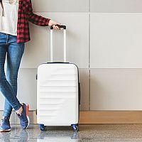 Látkový, nebo plastový cestovní kufr do letadla? Levné nebývají nejkvalitnější!