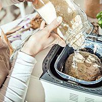 Jak vybrat domácí pekárnu na chléb a bagety