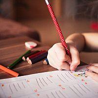 Jak vybrat nejlepší psací stůl pro dítě? Výškově nastavitelné jsou v kurzu