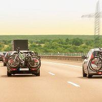 Nejlepší nosiče bicyklů na tažné, na střechu a na zadní dveře. Poradíme, jak vybrat