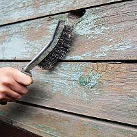 Jak odstranit starý nátěr z kovu i dřeva