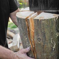 Nejlepší štípačky dřeva – jak vybrat poradí recenze