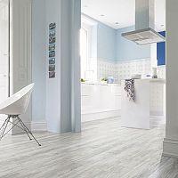 Samolepicí vinylová podlaha do kuchyně i koupelny. Cena, výhody a nevýhody.