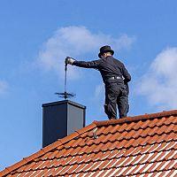 Kdy a jak často čistit komín? Pomůže rotační kartáč a odstraňovač sazí