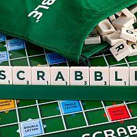 Česká verze hry Scrabble Original přináší hodiny zábavy pro každého