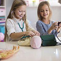 Jakou koupit panenku pro 2- či 3leté děvčátko? Látkovou, Barbie či Zapf Baby born?