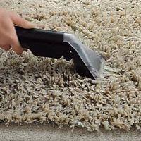 Jak vyčistit shaggy koberce s dlouhým vlasem